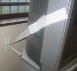 広瀬保育所のテレビ転倒防止策